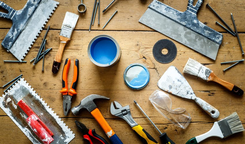 Werkzeug Farbe Renovierung Schäden ausbessern Wohnung Restaurierung